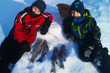 Ice fishing 15 minutes from Quebec City at La Pourvoirie du Lac-Beauport